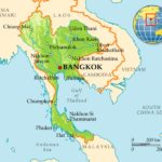 В Таиланде автобус врезался в дерево, пострадали 20 человек