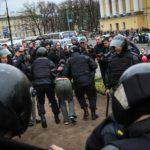 В Петербурге арестованы почти 50 участников акции «Он вам не царь»