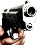 В Купчино мужчина в маске прострелил плечо сотруднице страхового центра