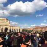 Протестующие в Ереване перекрыли автотрассу